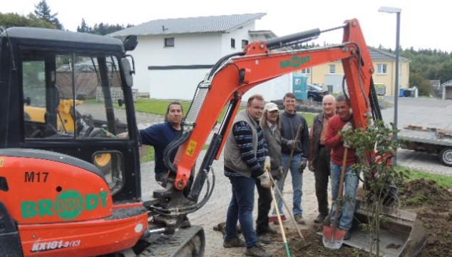 """CDU Emmelshausen """"Vor Ort"""" Rückwand der Stellmacherei am Agrarhistorischen Museum renoviert!"""